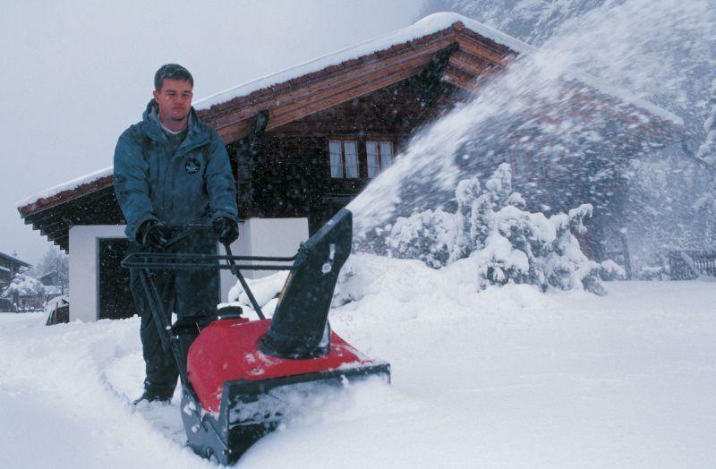 jednostupnova-snehova-freza-honda-hs-550-e-0