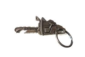 Přívěšek na klíče motorová pila s otvírákem lahví